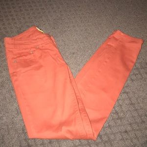 Skinny fit, colored pants